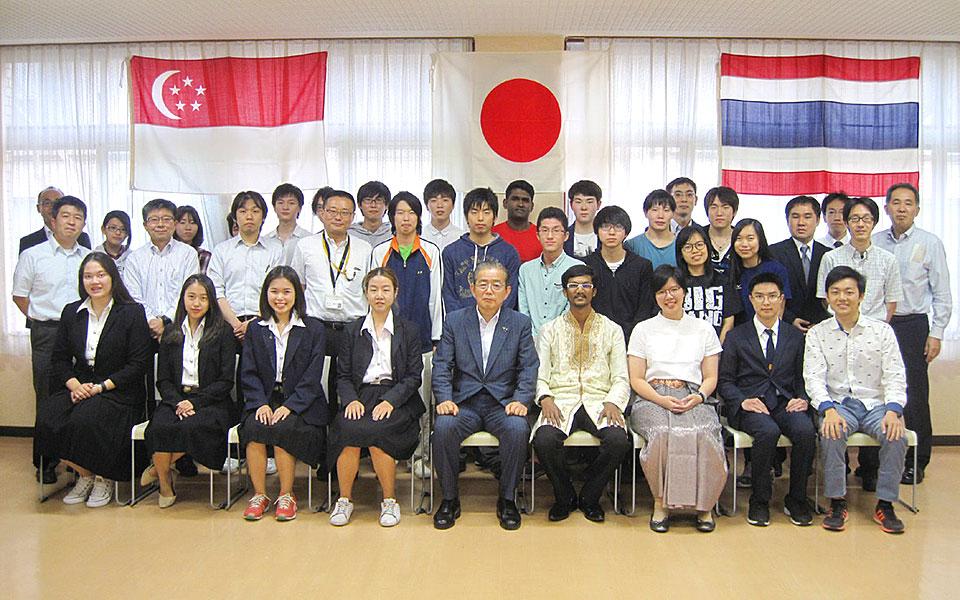 泰国、新加坡的短期留学生访问本校