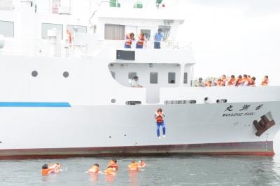 「洋上救命講習」を実施しました