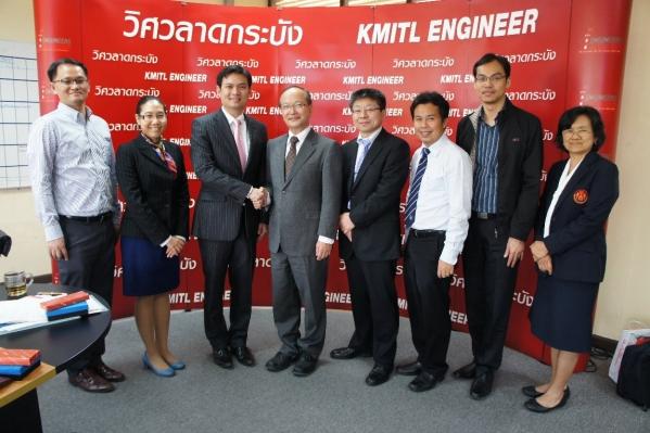 左から3番目 Suwansawat工学部長,4番目石原外美校長