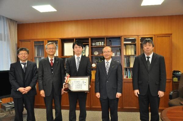 専攻科武田健太郎君が学生論文「ものづくりinとやま」において最優秀賞を受賞しました