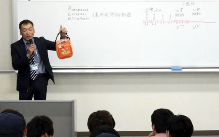 AED(自動体外式除細動器)取扱説明会を開催しました。(本郷キャンパス)1