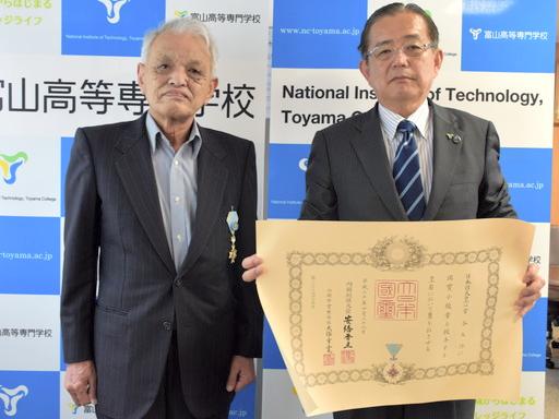 本校名誉教授が平成30年春の叙勲を受けました。
