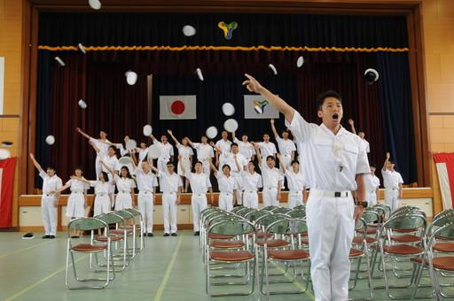 商船学科卒業証書授与式及び専攻科海事システム工学専攻修了証書授与式を挙行しました。(射水キャンパス)