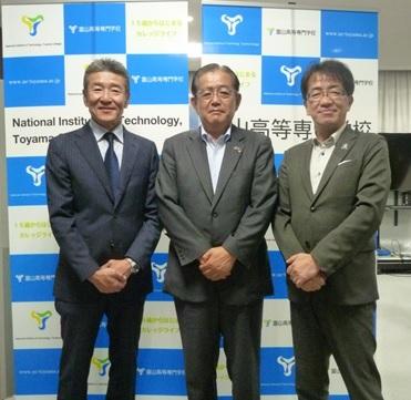富山高等専門学校は同窓会及び後援会との三者懇談会を開催しました。