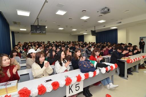 卒業生を送る会を実施しました。