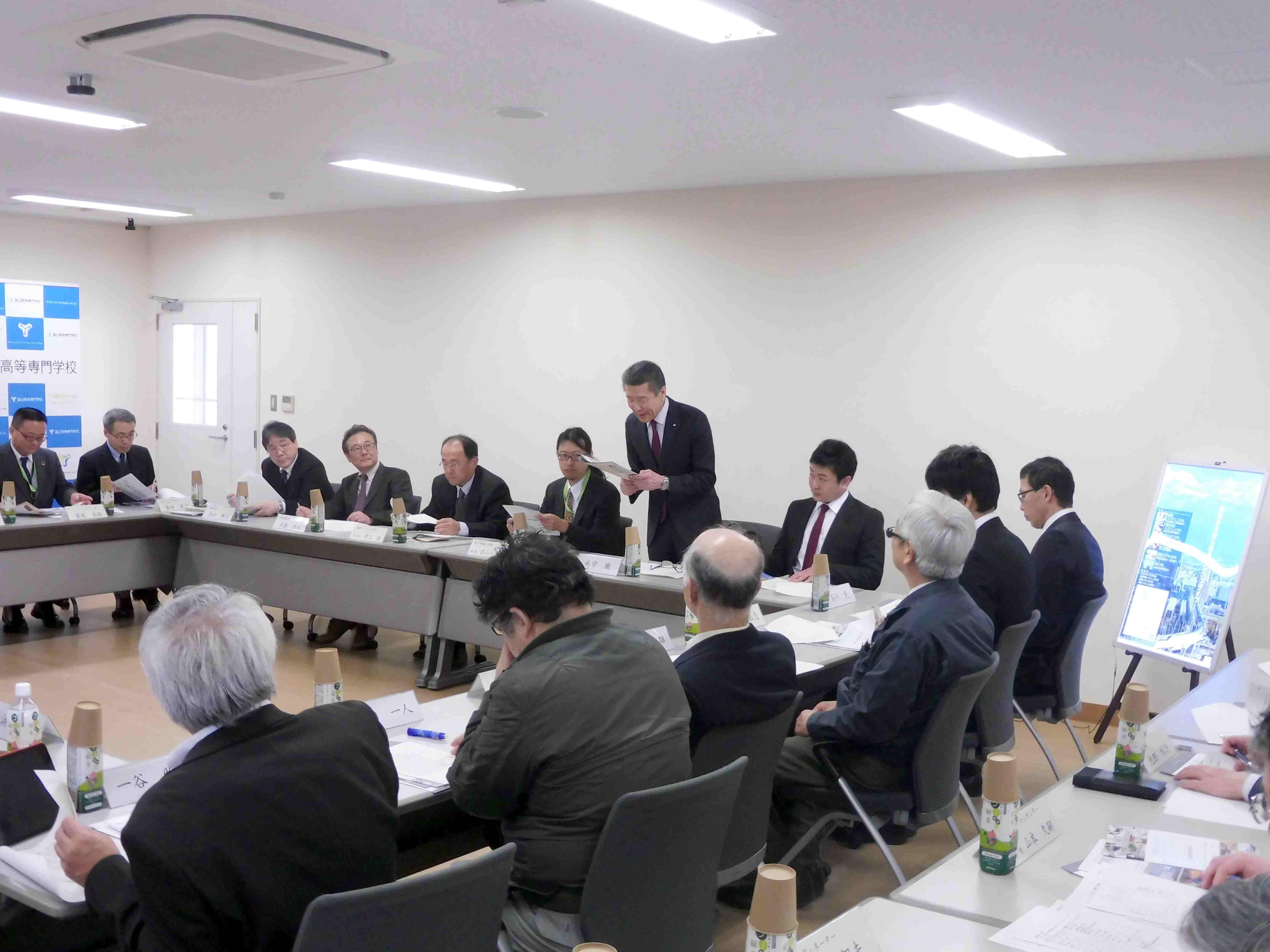 富山高専シニアフェローとの懇談会を実施しました。