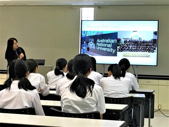 Robogalsに関する講演会が開催されました。