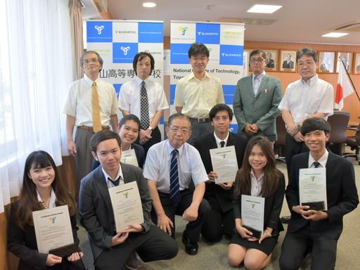 タイからの短期留学生が研究プログラムを修了しました。