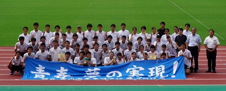 全国高専大会陸上競技で2年連続男女総合優勝を果たしました。