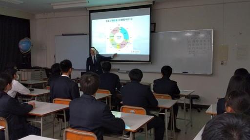 卒業生による外航海運セミナーを行いました。