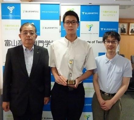 富山県高等学校夏季水泳競技大会および富山県民体育大会陸上競技において優秀な成績をおさめました。