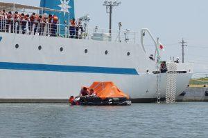 「洋上救命講習」を実施しました。